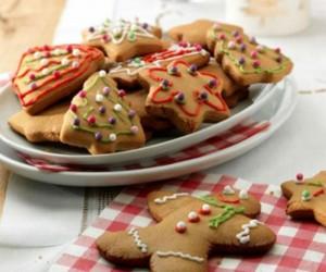 Χριστουγεννιάτικα μπισκότα με χρωματιστά σχέδια! Θα τα λατρέψεις!