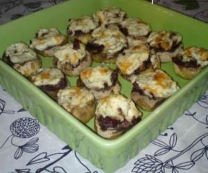 Συνοδευτικό χωρίς ζύμη: Μανιτάρια γεμιστά με λουκάνικο και τυρί κρέμα!