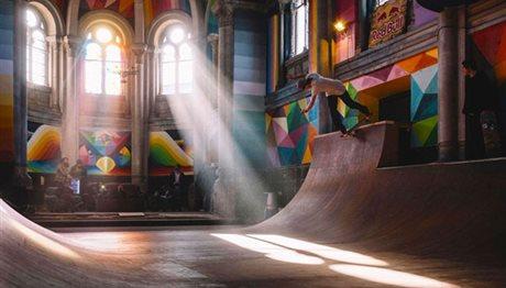 Iστορική εκκλησία μεταμορφώθηκε σε πάρκο για σκέιτμπορντ! (photos)