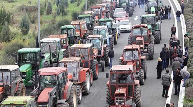 Στήνουν μπλόκα οι αγρότες σε όλη την Ελλάδα μέσα στον Ιανουάριο