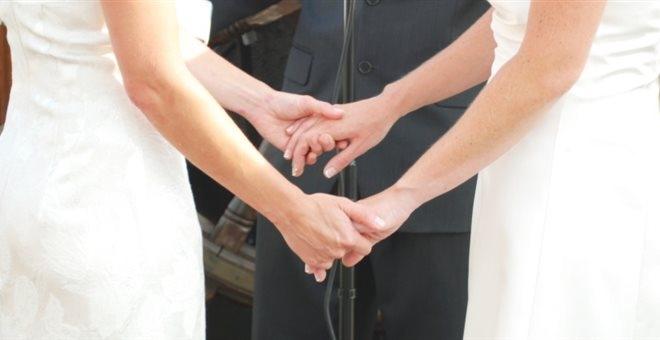Ολλανδία: Η Ελλάδα, προτελευταία χώρα που αναγνωρίζει τα ομόφυλα ζευγάρια