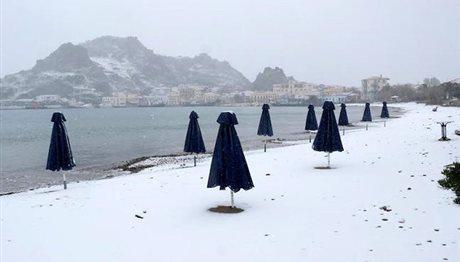 Επέλαση χιονιά: Εκπληκτικές φωτογραφίες από χιονισμένα τοπία της Ελλάδας!