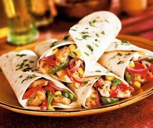 Μεξικάνικη συνταγή: Φτιάξε φαχίτας με κοτόπουλο και πιπεριές!