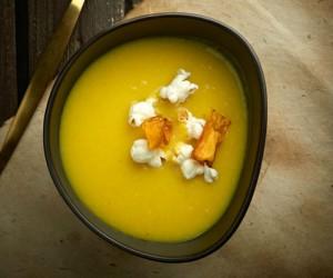 Κίτρινη σούπα καλαμποκιού για τις κρύες μέρες του χειμώνα!