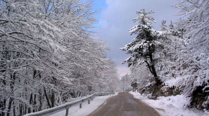 Περιορίζονται έως αύριο το μεσημέρι οι χιονοπτώσεις, παραμένει ο ισχυρός παγετός