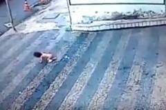 Μωρό 14 μηνών πέφτει από τον δεύτερο όροφο και γλιτώνει από θαύμα(video)