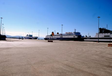 Πάτρα: Ο Δήμος δίνει σε ιδιώτες τα πάρκινγκ του θαλασσίου μετώπου μετατρέποντάς το σε αυτοκινητοκρατούμενη ζώνη