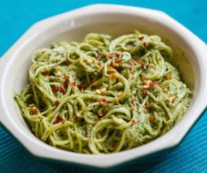 Σπαγγέτι pesto με καρύδια: Αυθεντική και απλή ιταλική συνταγή!