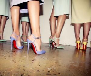 8 Διαφορετικά παπούτσια που πρέπει να δοκιμάσεις!