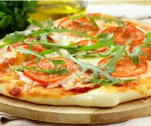 4 Light συνταγές γαι πίτσα με λιγότερες απο 280 θερμιδες…!