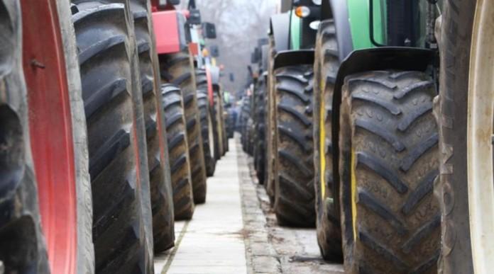 Αγρότες: Κλείνουν τα σύνορα με Τουρκία και Βουλγαρία – Κλειστά για 12 ώρες τα Τέμπη και την Τετάρτη
