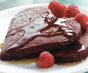Πρωινό μόνο για δύο: Σοκολατένια pancakes καρδούλες!