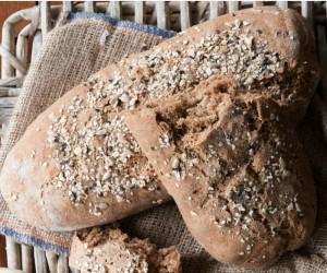 Σπιτικό ψωμί με αλεύρι ολικής και δημητριακά