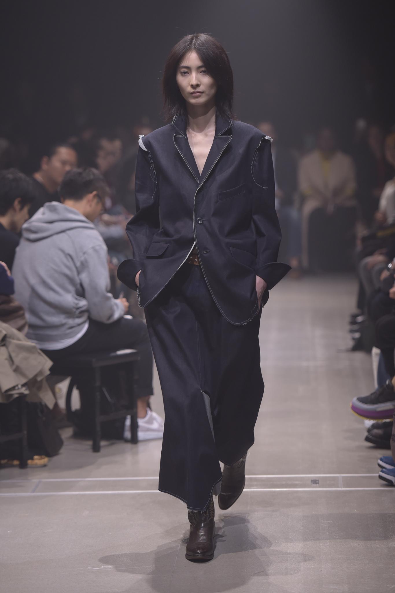 Bolt print Suits : Μια ξεχωριστή τάση για τολμηρούς!