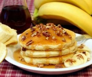 Τρομερή συνταγή! Φτιάξε pancakes μπανάνας με τον πιο υγιεινό και εύκολο τρόπο!