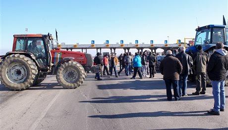 Μπλόκα αγροτών: Ξεκίνησαν οι 24ωροι αποκλεισμοί δρόμων – Δείτε ποιοι είναι