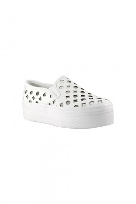 Τα νέα sneakers που έχουν προκαλέσει πανικό στην αγορά!