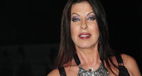 Μαρία Μπακοδήμου: «Στόλισε» την Άντζελα Δημητρίου για την εμφάνισή της (VIDEO)