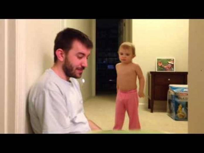 Άνδρας διεκδικεί το βραβείο του χειρότερου πατέρα! (video)