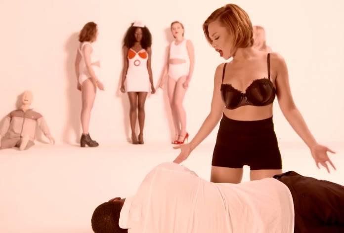 Απίστευτα σeξι βίντεο για… φιλανθρωπικο σκοπό! (video)