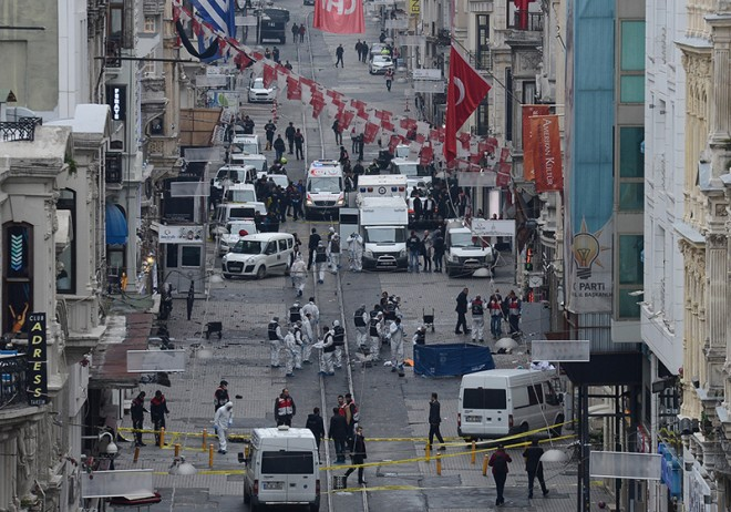 36 τραυματίες ο μέχρι τώρα απολογισμός από τη βομβιστική επίθεση