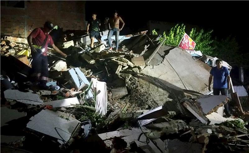 Ισχυρός σεισμός 7,8 βαθμών στον Ισημερινό – Τουλάχιστον 77 οι νεκροί (ΒΙΝΤΕΟ)