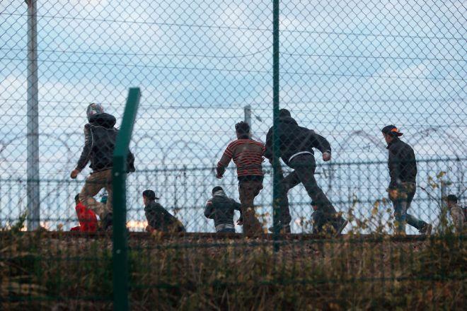 Σοβαρά επεισόδια από μετανάστες στο Καλαί