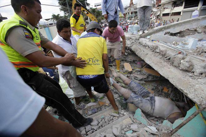 Εκατόμβη νεκρών στο Εκουαδόρ από τον φονικό σεισμό