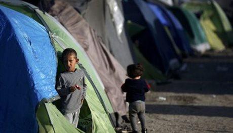 Συνεχίστηκε η μεταφορά προσφύγων από τον Πειραιά στον Σκαραμαγκά