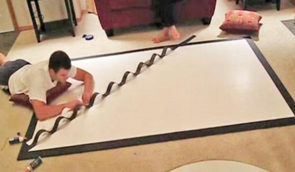 Η Γυναίκα του Ζήτησε να Φτιάξει Κάτι για να Κρεμάσουν στον Άδειο Τοίχο. Δείτε Τι Φτιάχνει σε μια Απλή Κορνίζα!