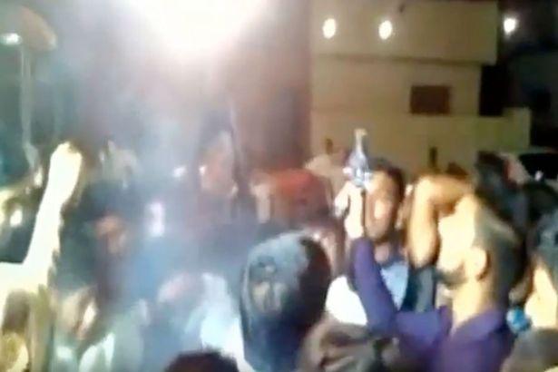 Βίντεο-σοκ: Καλεσμένος πυροβολεί στο κεφάλι το γαμπρό με «μπαλωθιά»
