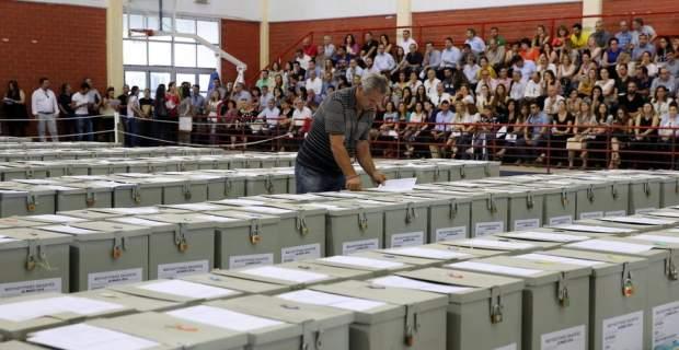 Άνοιξαν οι κάλπες στην Κύπρο για τη νέα Βουλή μετά την έξοδο από το Μνημόνιο