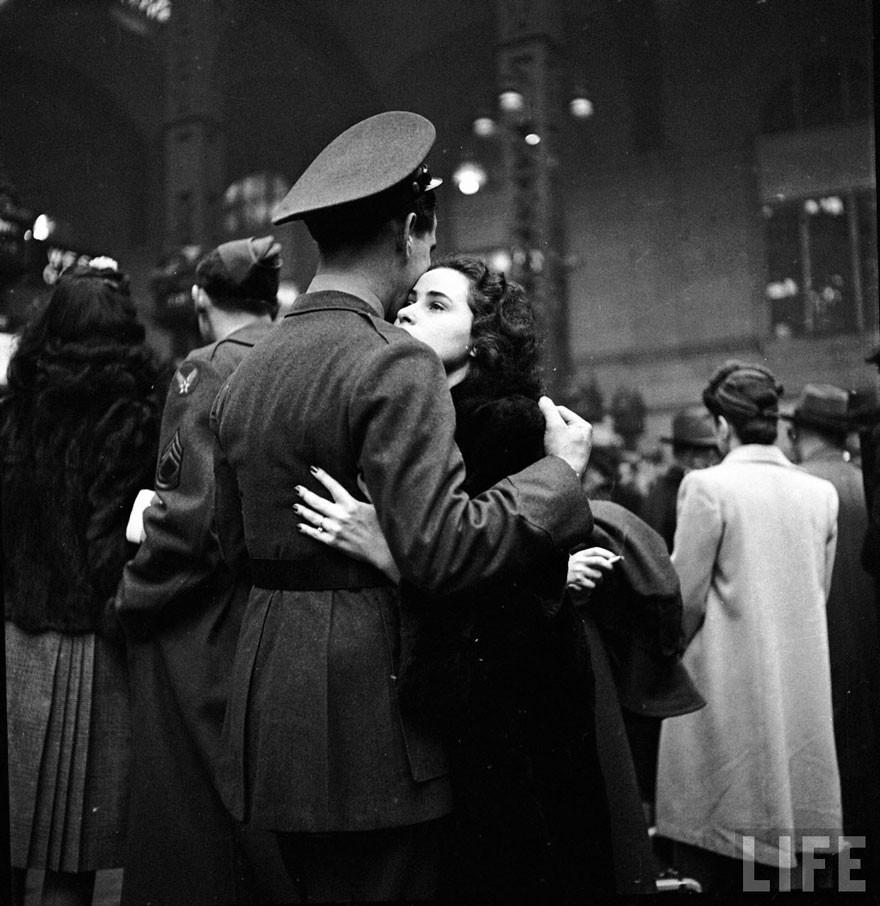 Ιστορικές φωτογραφίες αγάπης κατά τη διάρκεια του πολέμου