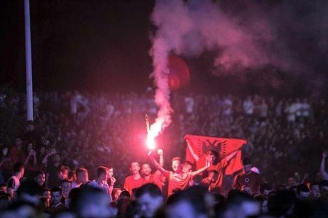 Το «έκαψαν» οι Αλβανοί στα Τίρανα