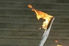 Έγινε κι αυτό στο Ρίο – Διαδηλωτές έσβησαν την Ολυμπιακή Φλόγα