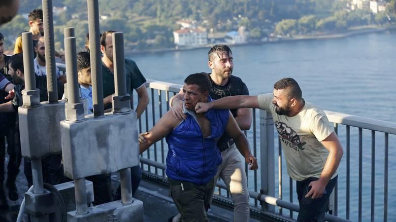 Όταν οι πολίτες αφόπλισαν τον στρατό – Ξύλο σε στρατιώτες στο Βόσπορο! (ΦΩΤΟ)
