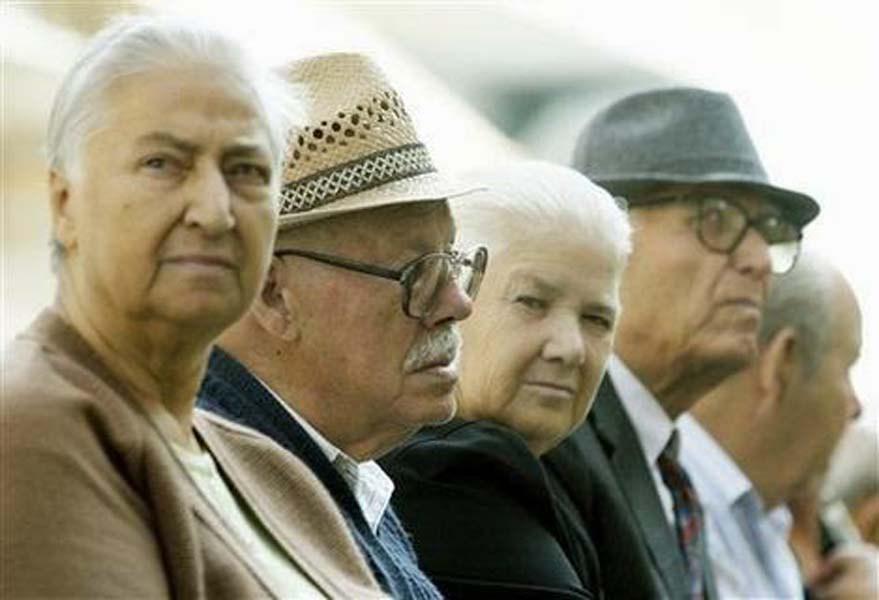 Με 460 ευρώ λιγότερα το μήνα καλούνται να ζήσουν χιλιάδες συνταξιούχοι