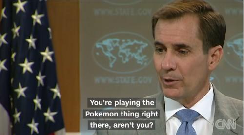 Απίστευτο βίντεο: Σταμάτησε ενημέρωση στο State Department επειδή δημοσιογράφος έπαιζε Pokemon Go