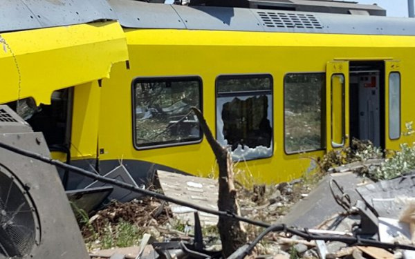 Στους 20 ανέρχεται ο αριθμός των νεκρών από την σύγκρουση των τρένων στην Ιταλία(ΦΩΤΟ)
