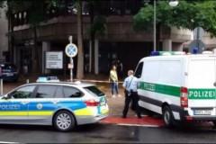 Οπλισμένη γυναίκα στους δρόμους της Κολωνίας στη Γερμανία – Επί ποδός η αστυνομία