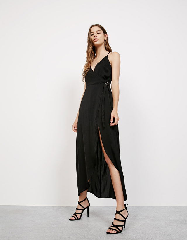 446b01405400 Tα πιο κομψά μάξι φορέματα των Bershka σε τιμές που θα σε τρελάνουν!