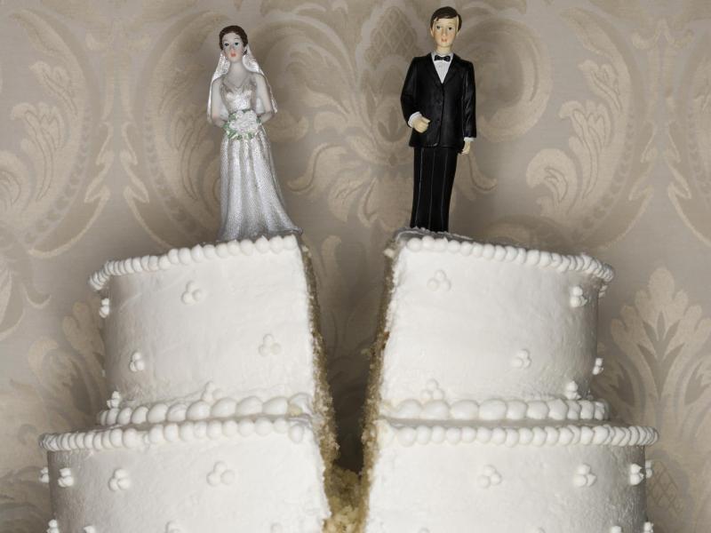 Έλαβες προσκλητήριο γάμου από τον πρώην! 4 σκέψεις που πρέπει να κάνεις