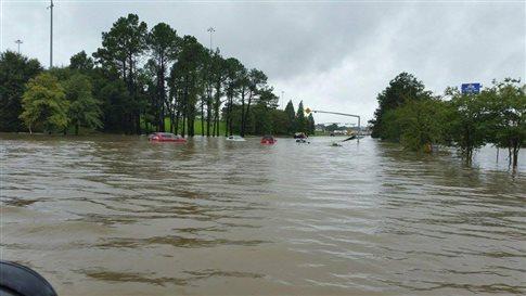 «Ιστορικές» πλημμύρες στη Λουιζιάνα – Τρεις νεκροί, χιλιάδες διασωθέντες (ΒΙΝΤΕΟ)