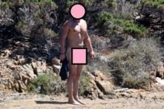 Απίστευτο: Ποιον πασίγνωστο ηθοποιό τσάκωσαν οι παπαράτσι ολογuμνο σε παραλία; (PHOTOS)