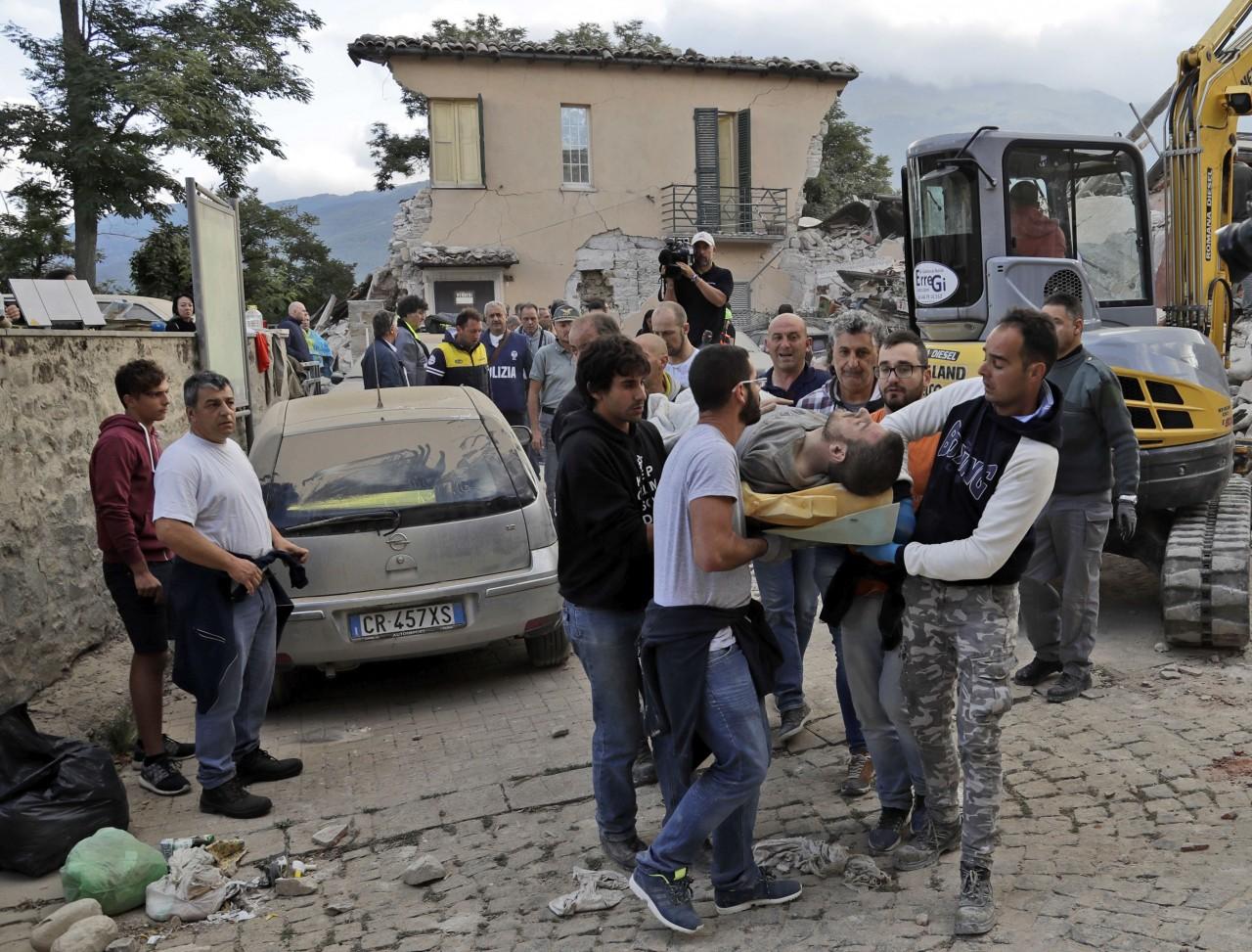 Εικόνες-ΣΟΚ από τον καταστροφικό σεισμό στην Ιταλία (ΦΩΤΟ+ΒΙΝΤΕΟ)