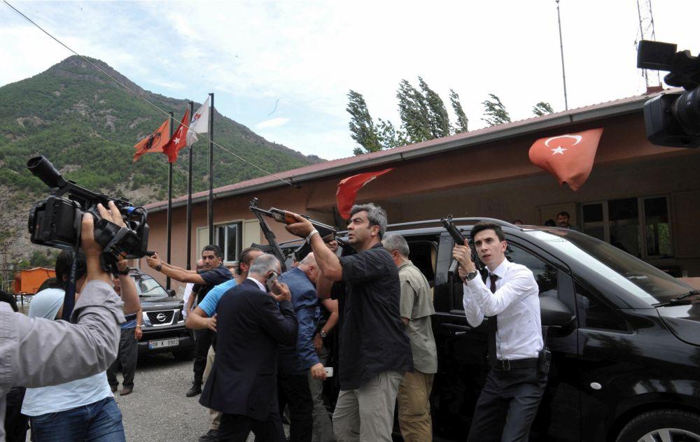 Ένοπλη επίθεση εναντίον του ηγέτη της αξιωματικής αντιπολίτευσης της Τουρκίας