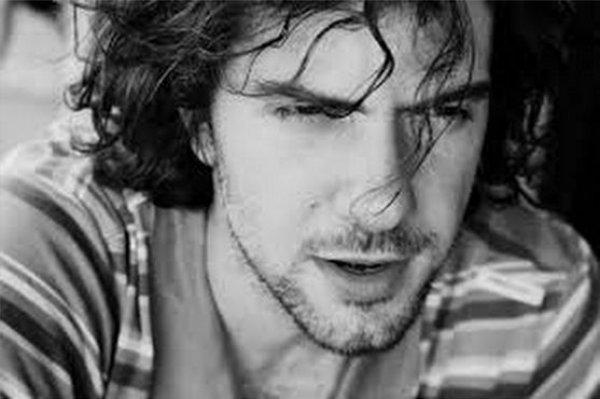 """Ο Θεσσαλονικιός ηθοποιός που παίζει στο νέο ζευγάρι στη """"Μουρμούρα"""""""