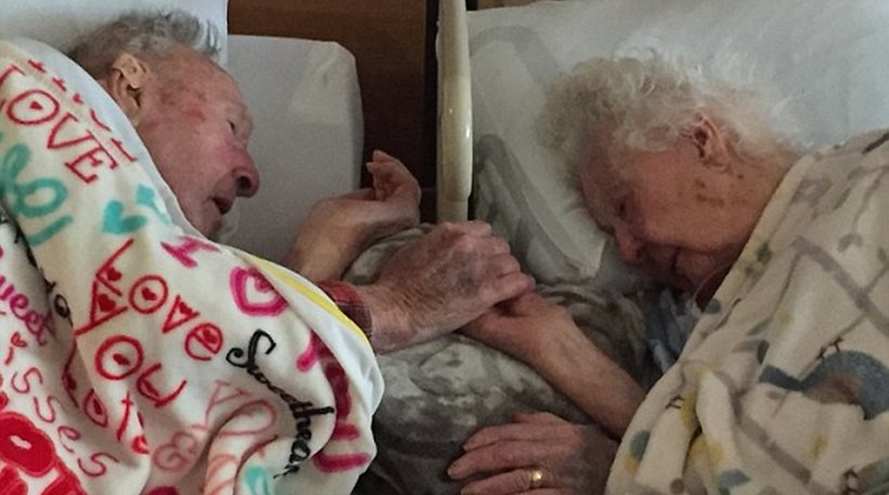 Η φωτογραφία που έγινε viral: Ένα ηλικιωμένο ζευγάρι λίγο πριν τους χωρίσει ο θάνατος (εικόνα)