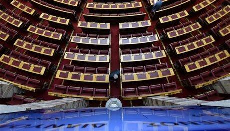 «Μετωπική» Τσίπρα – Μητσοτάκη σήμερα στη Βουλή για τη διαπλοκή