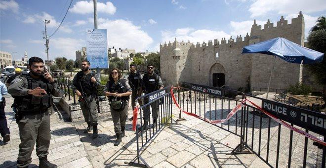 Ένοπλη επίθεση με αρκετούς τραυματίες στην Ιερουσαλήμ – Νεκρός ο δράστης